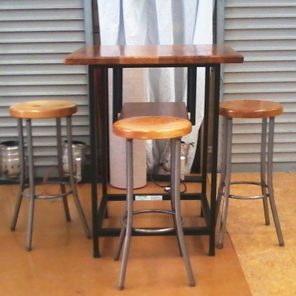 chairs-bar-leaner-and-stools