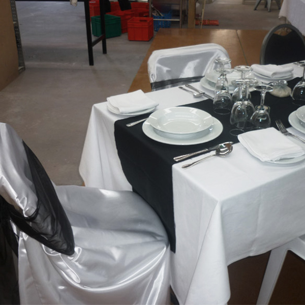 tc-Black-table-runners&white-black-table-cloth